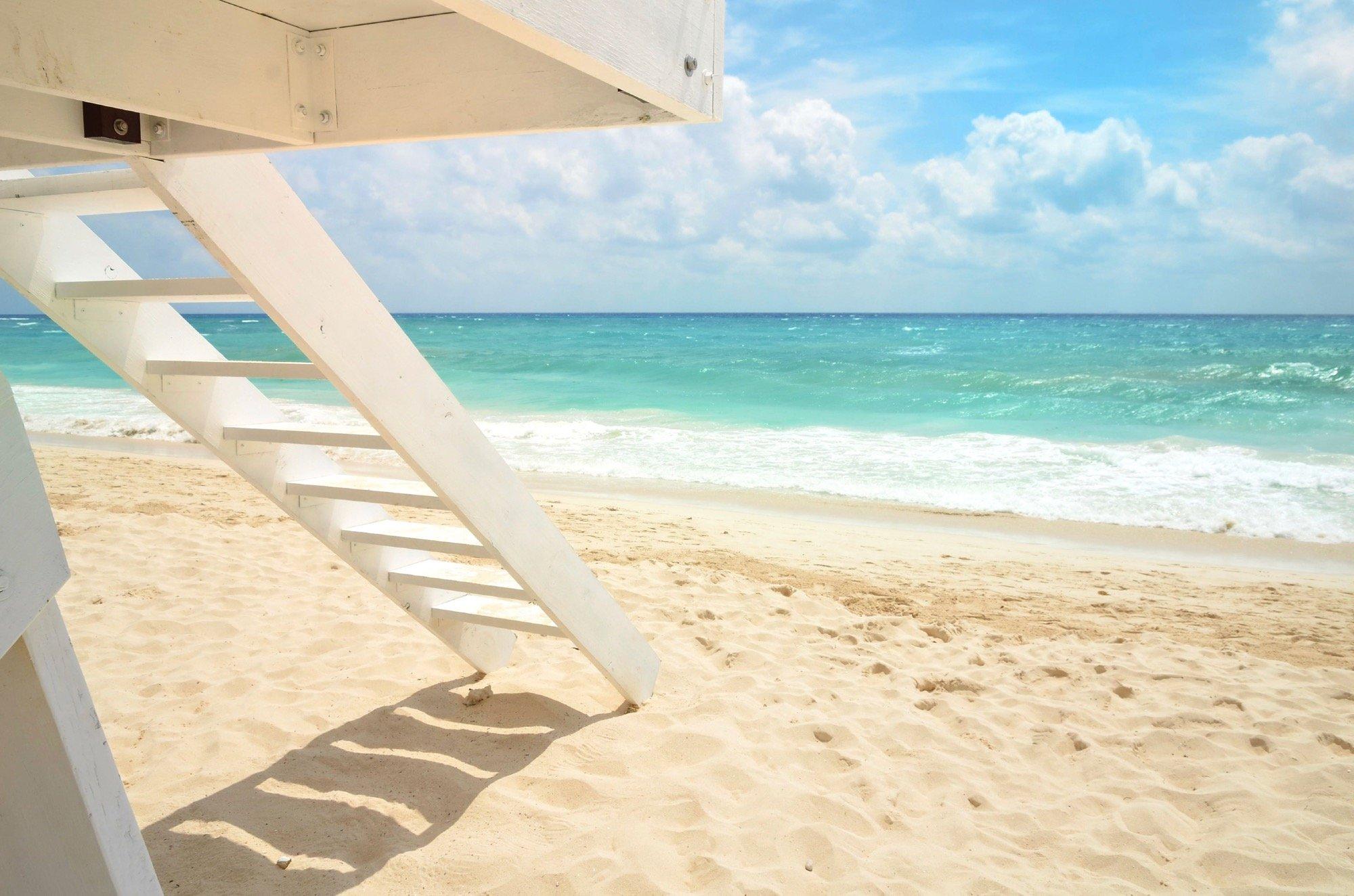 Sarasota Lifestyle_Beach Shot_White Stand
