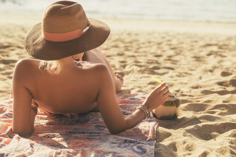 LBH_Lifestyle_Woman_on_Beach